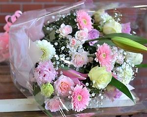 素敵ピンクでプレゼント:豪華な花束