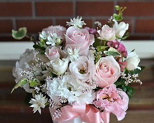 ピンク大好き!優しい色のバラで大切なプレゼント
