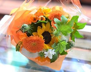 machi-hana夏スタイル:ヒマワリでビタミンカラー花束