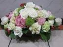 白とピンクの可愛らしいアレンジメント