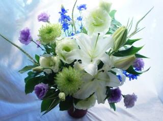 【お悔やみ、お供え花、枕花】高貴なユリで…