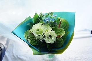 花瓶にそのまま飾れる【ホワイトグリーンブーケ】