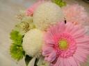 【お悔み】白とピンクの小ぶりなお供え用アレンジ