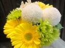 【お悔み】小ぶりな白と黄色のお供えアレンジ
