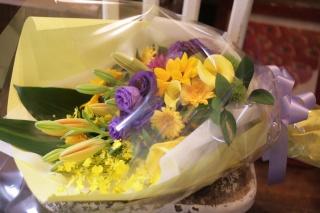 ボリュームいっぱい 豪華なロングタイプ花束