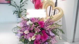 バルーン入りピンク系スタンド花1段