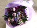 春のお花で上品にお作りします!紫のブーケ