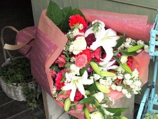 表彰式や発表会に「贈呈花束・ピンク系」