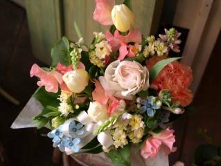 春のお花で可愛く☆パステルカラーのお悔やみアレンジ