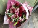 可愛くって華やか「赤とピンクのエレガント花束」