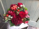 赤いお花を中心に 「コロンバスケット・レッド」