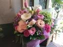 春のお花で「ピンク&パープルのアレンジメント」