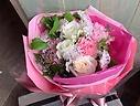 white&pinkのラウンドブーケ