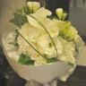 洋花でまとめた真っ白ブーケ