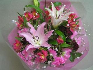 ユリとアルストロメリアの花束
