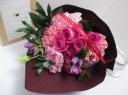 バラと旬のお花のブーケ ピンク系
