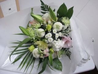 メモリアル花束 ホワイト系淡い色ミックス