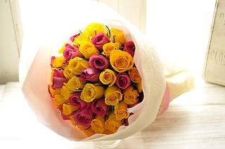バラ50本の花束 ピンク&イエローのミックス