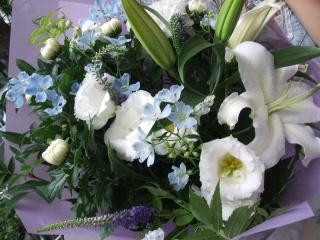 ホワイト・ブルーの花束