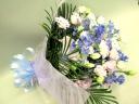 トルコキキョウとブルー系のお花のお供えの花束