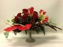 赤いバラとアンセリュームのお洒落なアレンジ