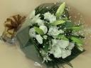 ピンポンマムと大輪百合の御供え花束