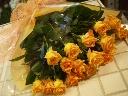 明るいイメージ オレンジ系のバラの花束