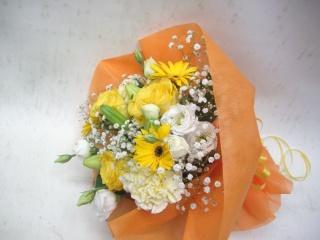 ブーケタイプの短い花束です