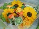 ヒマワリ入り母の日用花束