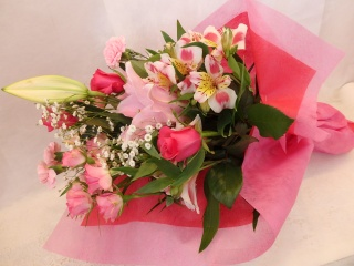 ソルボンヌ?ピンクのユリの花束?