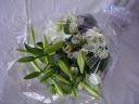 オリエンタルリリーとテッポウユリの御供え花束