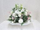菊と季節のお花のお供えアレンジメント