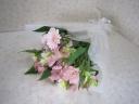 ピンクのお花が入ったお供え花束