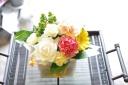 母の日!定番アレンジメント黄色っぽい(´・_・`)