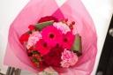 お母さんも大喜び!ピンクレッドな花束!
