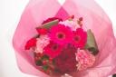 お母さんも小喜び!ピンクレッドな花束♪