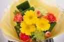 お母さんも小喜び!ビタミンカラーな花束♪