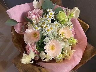 ふんわりパステルピンクな花束☆