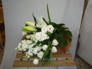 <生花><花束>白上がりのお供え花束