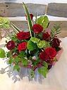 赤バラと季節の枝物のアレンジメント