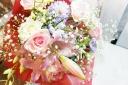 バラとユリのスタンダード花束