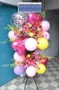 お祝い用バルーンと生花のスタンドフラワー