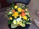 イエローの花々をぎゅっと集めたアレンジ