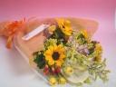 ヒマワリメインの季節の花束