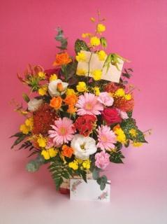 季節のお花のお祝いアレンジ