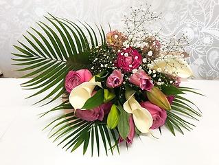 ピンクのユリとピンクバラの花束