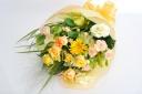 黄色・オレンジでまとめた華やかな花束♪