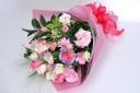 ピンク系でまとめた華やかな花束♪