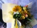 黄いバラを使った元気な花束♪
