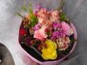 ピンクのバラを使ったかわいい花束